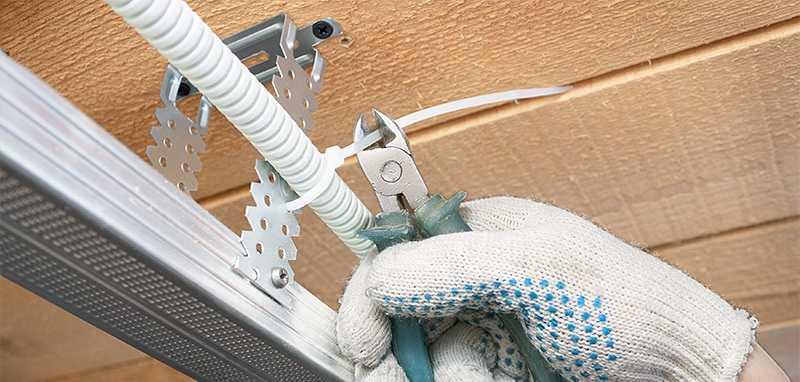 Устройство проводки при монтаже подвесного потолка