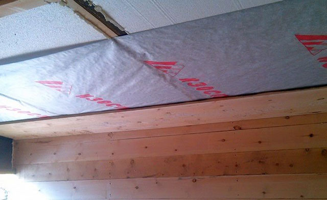 пароизоляция на потолок в деревянном доме
