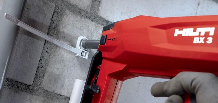 клипса со стяжкой для крепления проводов и кабеля