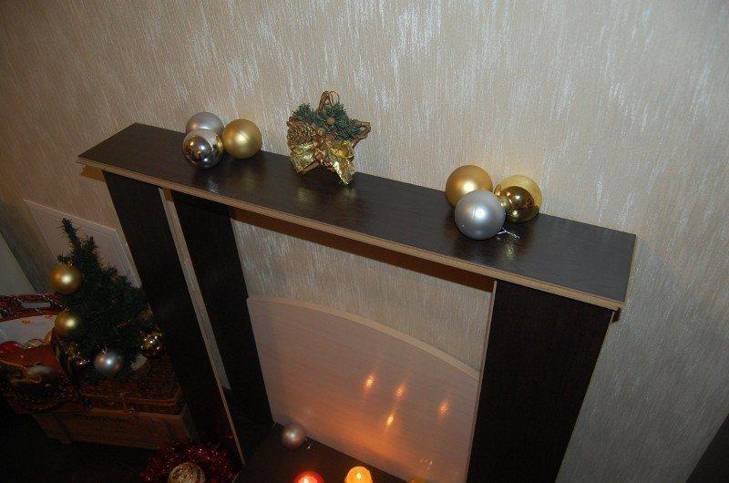 Елочные шары на камине