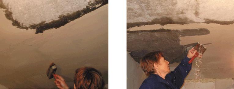 Потолок смочить водой при помощи кисти