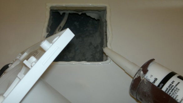 как лучше закрепить вентилятор в ванной