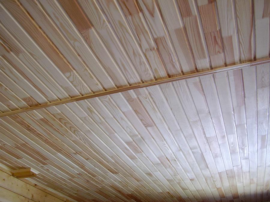 Фото: потолок из вагонки