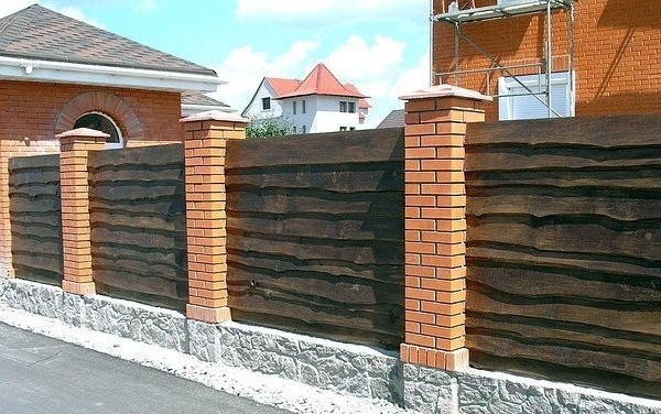 Забор из необрезной доски
