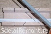 Как резать внутренние углы потолочного плинтуса
