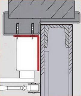 Обратная ситуация - на монтажном уголке установлен корпус доводчика