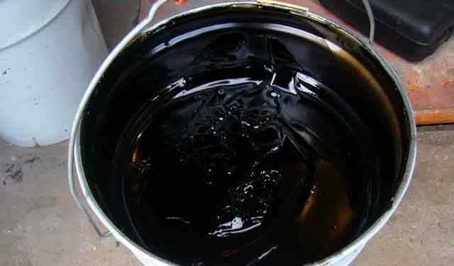 Жидкая смола в ведерке