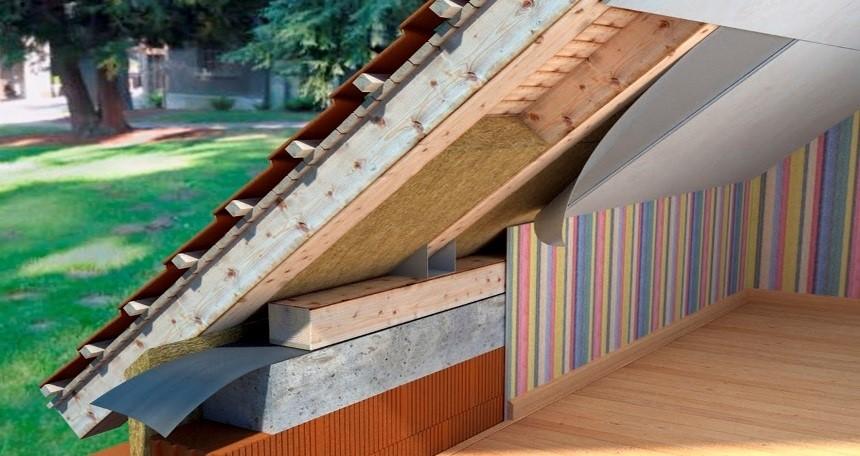 Как и чем правильно утеплить мансардную крышу
