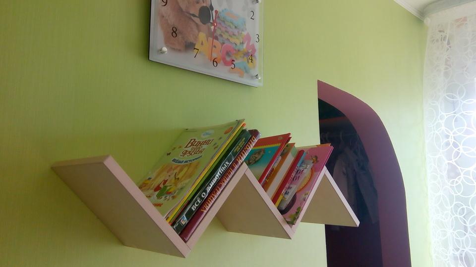 Книжная полка в детской. Фото 3