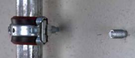 крепеж труб на гвозде шпильке в стене