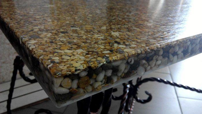 В качестве декора можно использовать речные камушки, мраморную крошку, россыпь бусин и блёсток