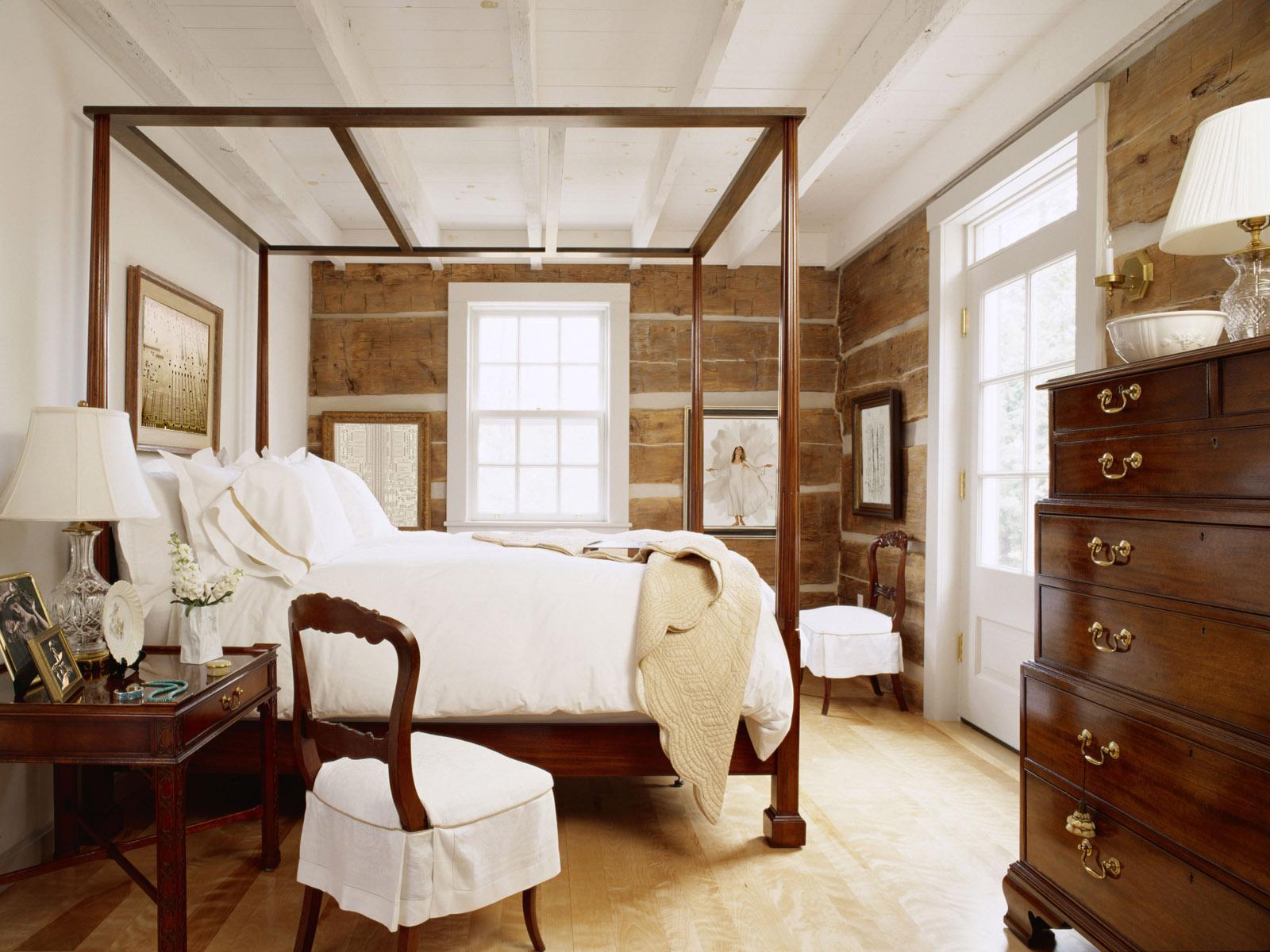 Мебель из натурального дерева в спальне