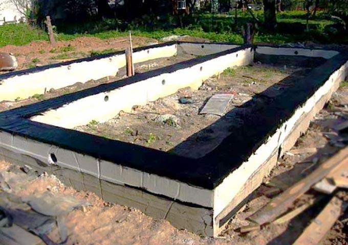 Ленточный фундамент с гидроизоляцией
