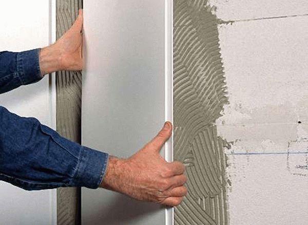 Бескаркасный способ крепления пластиковых панелей на стену