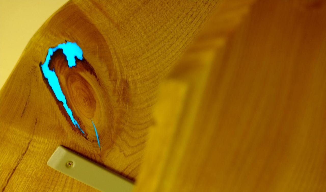 Как сделать светящуюся полку из дерева и эпоксидной смолы