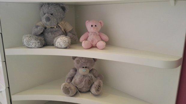 Плюшевые медведи в детской для девочки
