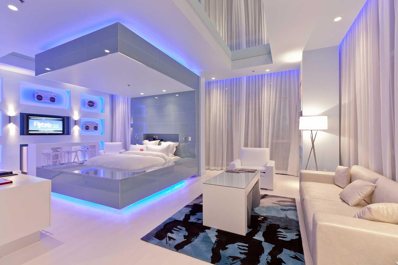 Кровать с неоновой подсветкой