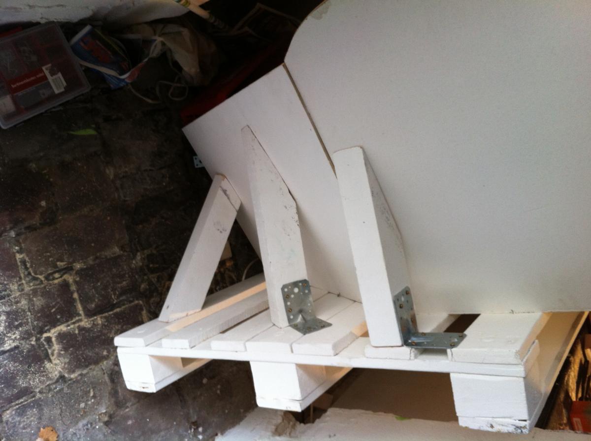 palletsofa-angled-backrest-6