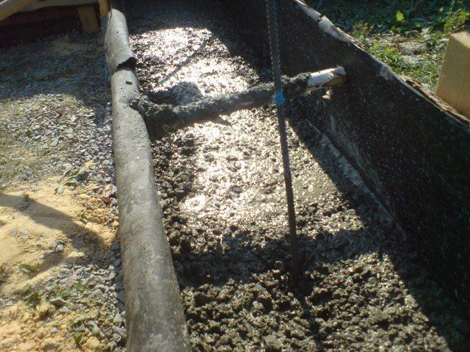 Уплотнение бетонной смеси штыкованием