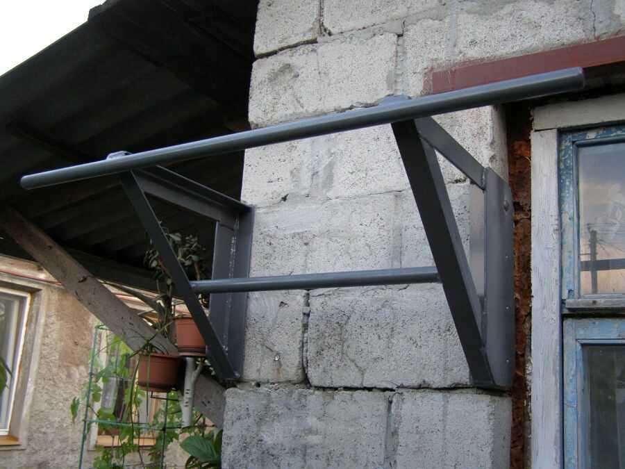 Если стены позволяют, можно навешивать тяжелые конструкции