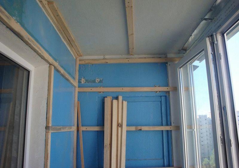 Наиболее часто для крепления ПВХ панелей используется деревянная обрешетка