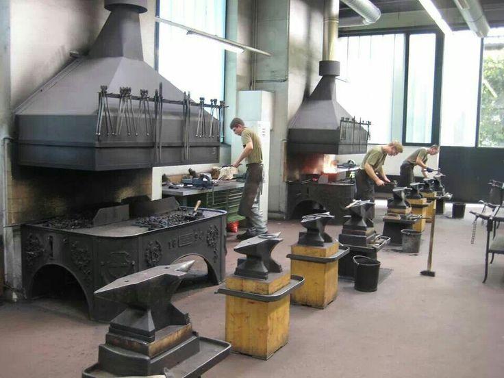 современная полноценная кузнечная фабрика