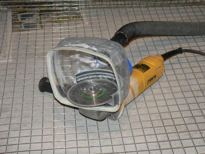 Как избавиться от пыли при штроблении