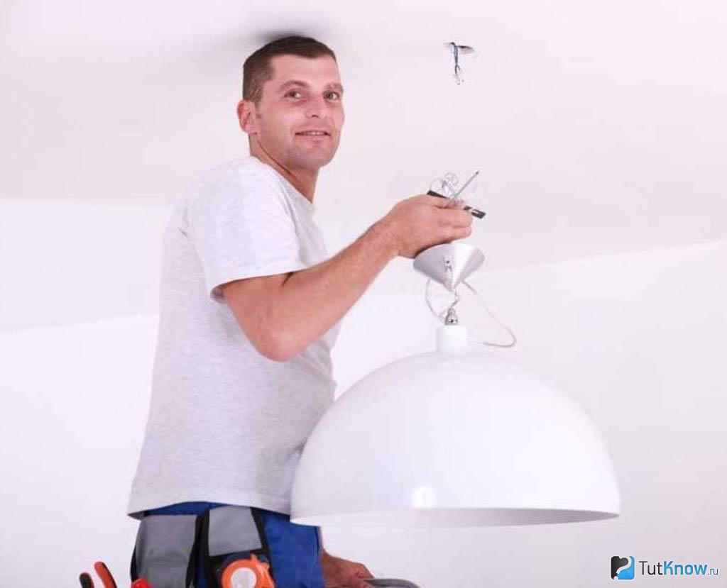 Как повесить люстру на натяжной потолок - пошаговая инструкция для правильного монтажа