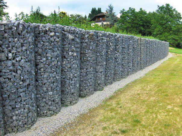 Кроме того, забор из габионов отлично впишется в любой интерьер и даст прекрасное начало для обустройства вашего дворика