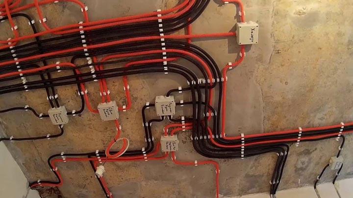 монтаж кабеля в гофре по потолку как правильно