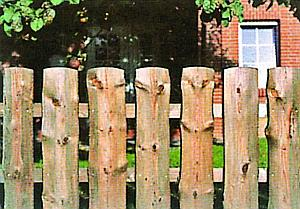 Как сделать забор из необрезной доски своими руками? Фото и видео-инструкция