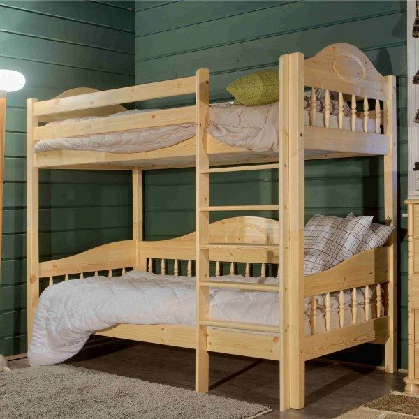 Размещение двух спальных мест друг над другом позволяет экономнее использовать полезное пространство комнаты