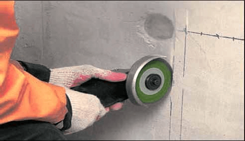 Болгарка при монтаже электропроводки