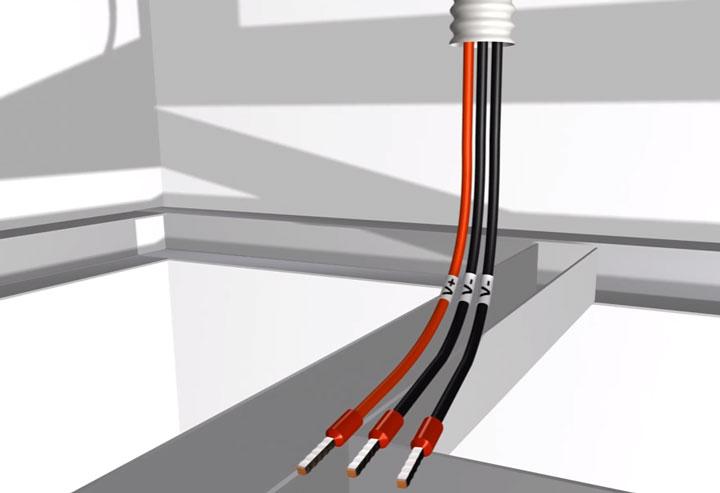 промаркированные концы провода для подключения ленты освещения
