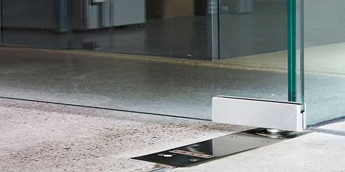 Напольный доводчик для стеклянных дверей