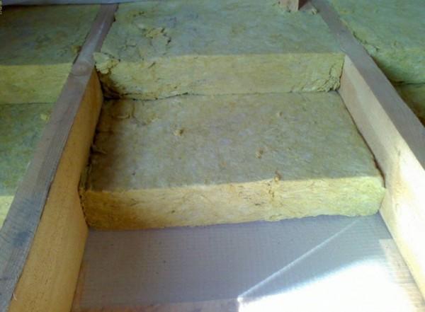 Минеральная вата применяется совместно с деревянными покрытиями