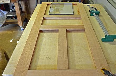 Процесс изготовления двери из досок