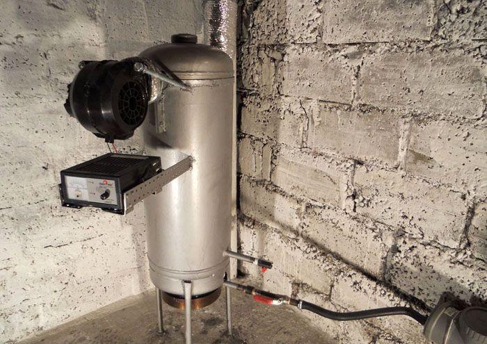 Вентилятор добавляет процент коэффициента полезного действия, но снижает срок службы агрегата – стенки могут быстро прогореть