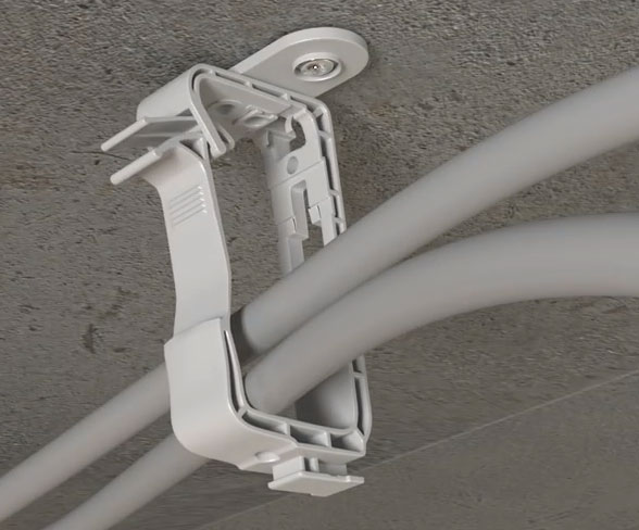 подвеска кабелей на потолке с помощью клипс с защелкой