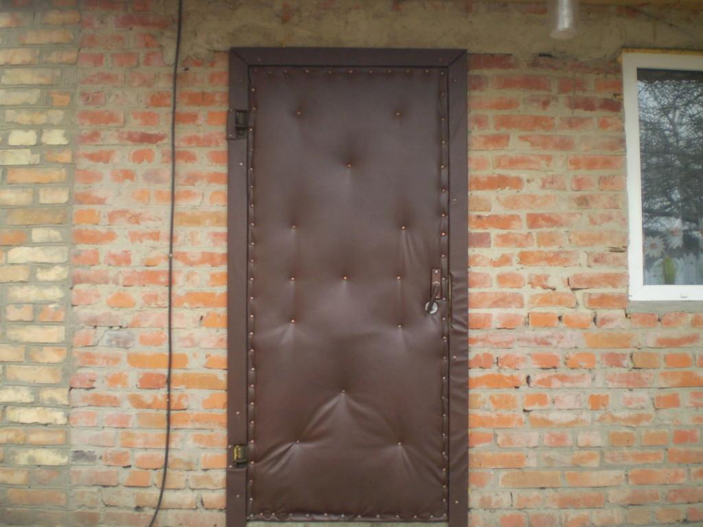 Наружное утепление металлических дверей