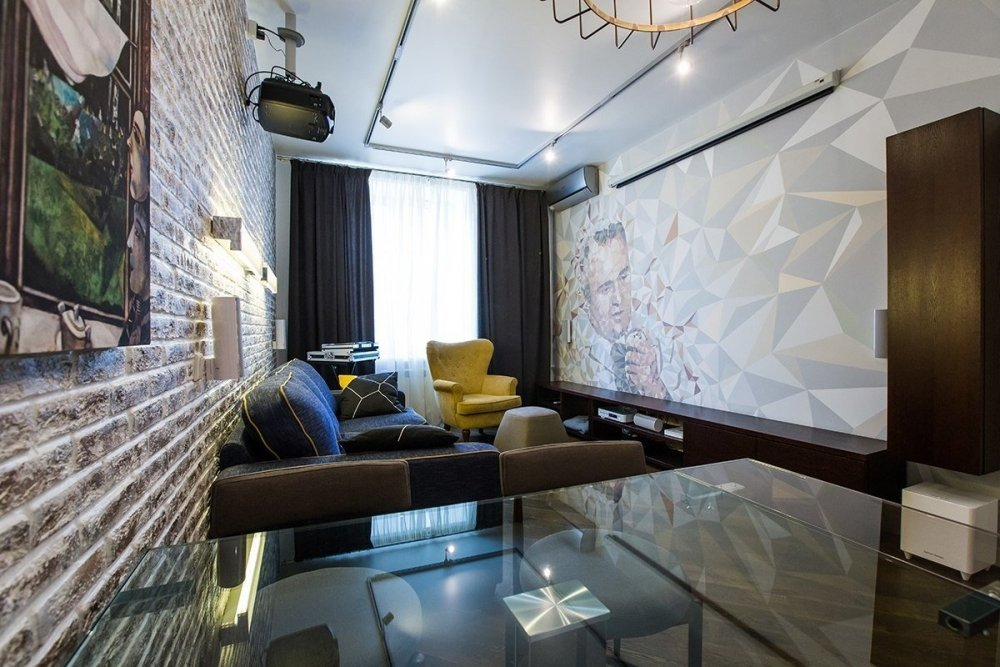 Кирпичная стена в гостиной