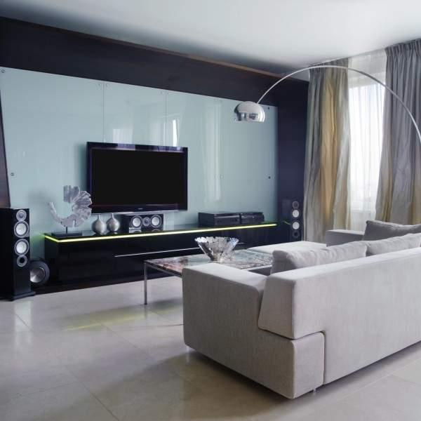 Хай тек дизайн гостиной в квартире - фото интерьера