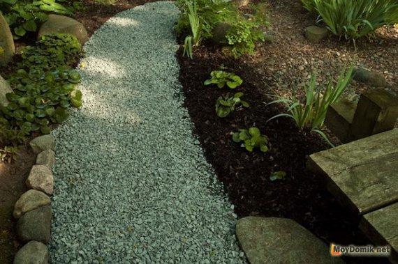 Садовые дорожки из гравия – преимущества и недостатки