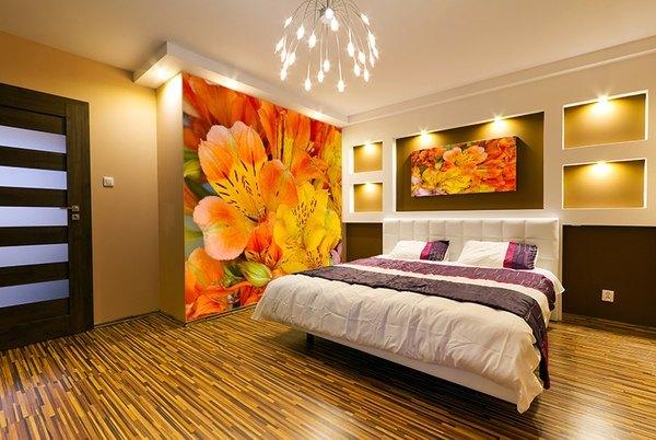 дизайн спальни с обоями двух цветов фото 17