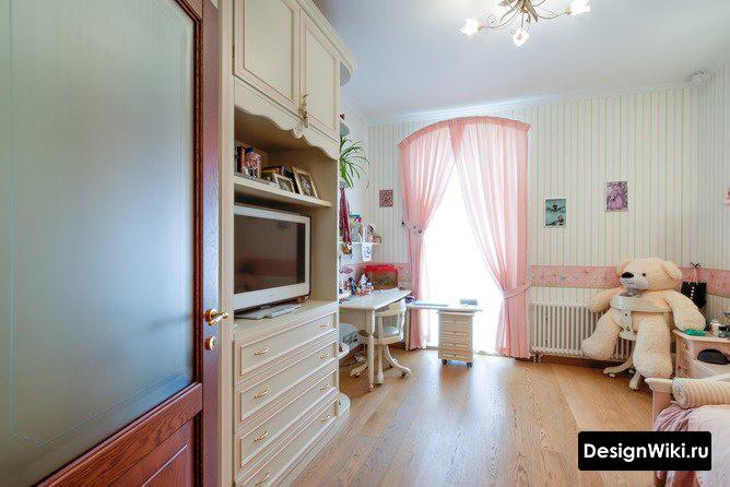 Интерьер комнаты девочки в классическом стиле