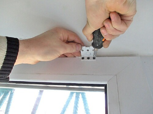 фото: как крепить жалюзи на пластиковые окна