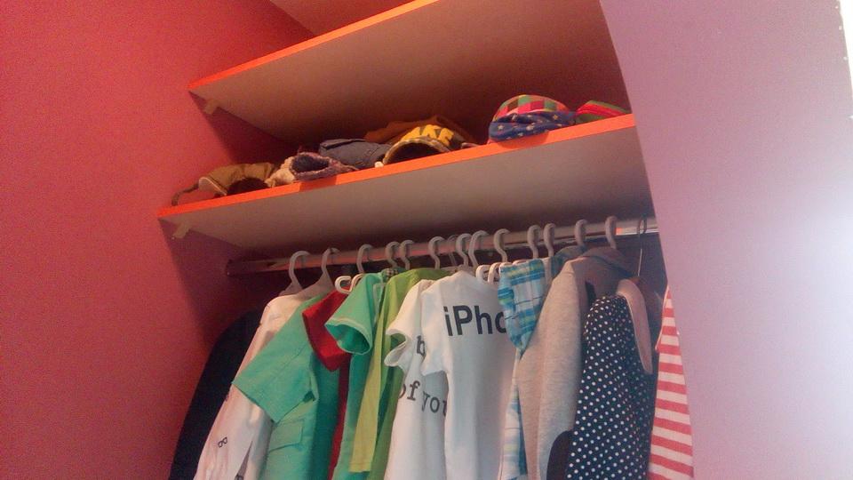 Встроенная гардеробная в детской комнате