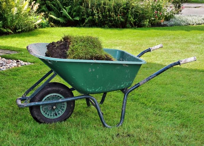 Чаще всего кузовная часть садовой тачки выполняется на основе лёгкого и надежного алюминия