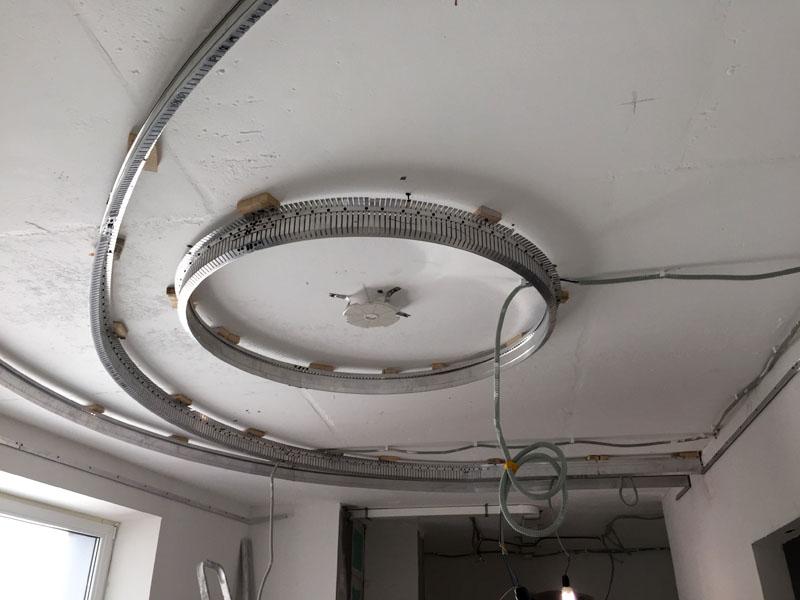 Лучше всего провода спрятать в гофрированную трубку, тем более это отвечает правилам электробезопасности