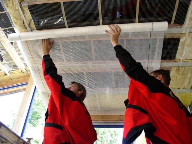 Монтаж пароизоляции на потолке